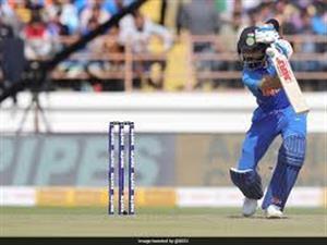 धवन शतक से चूके, कोहली, राहुल ने भारत को मजबूत स्कोर तक पहुंचाया