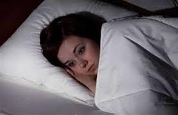 नई जगह पर नींद होने के बावजूद सोना क्यों होता है मुश्किल?
