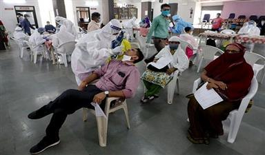 कोविड-19: देश में एक दिन में नए मरीजों की संख्या में कमी, सामने आए 53,601 मरीज
